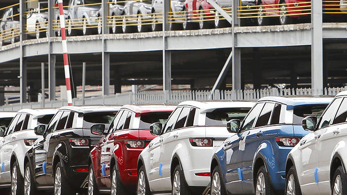 deze auto's worden vervoerd per schip